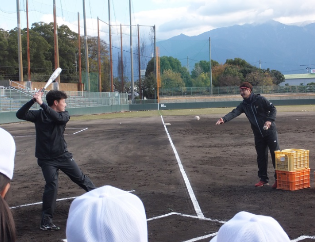 少年野球におけるロングティーの練習